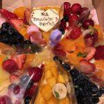 開業してから8回目の誕生日、職員の皆からケーキ頂きました。