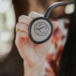 認知症になったら専門医とかかりつけ医、どちらに通うべきでしょうか?